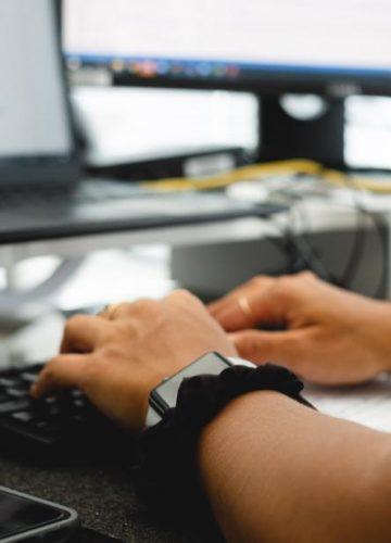 מה גרם לכללי המשחק להשתנות ולבעלי עסקים לחפש פתרונות תקשורת לעבודה מהבית?